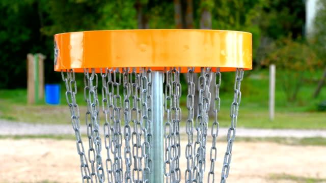 ディスクゴルフゴールのハンギングチェーン ビデオ