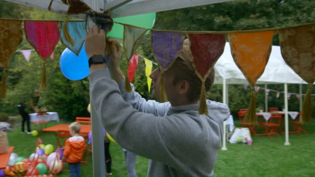 hanging the balloons - gartenparty stock-videos und b-roll-filmmaterial