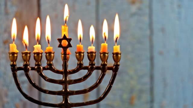 vídeos y material grabado en eventos de stock de fiesta judía hanukkah con menorah tradicional candelabra - hanukkah
