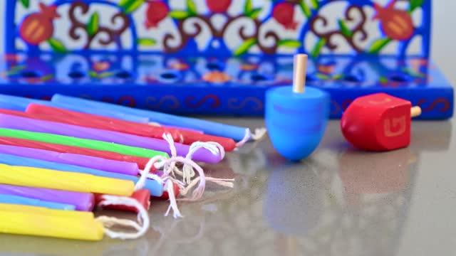 vídeos y material grabado en eventos de stock de hanukkah menorah dreidel y velas - hanukkah