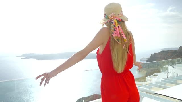 happiness & santorini & beautiful woman - parapetto barriera video stock e b–roll