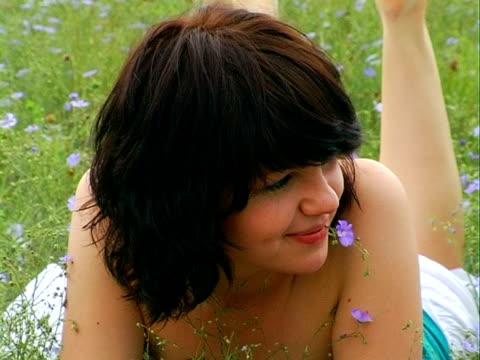 vídeos de stock e filmes b-roll de felicidade - só mulheres jovens