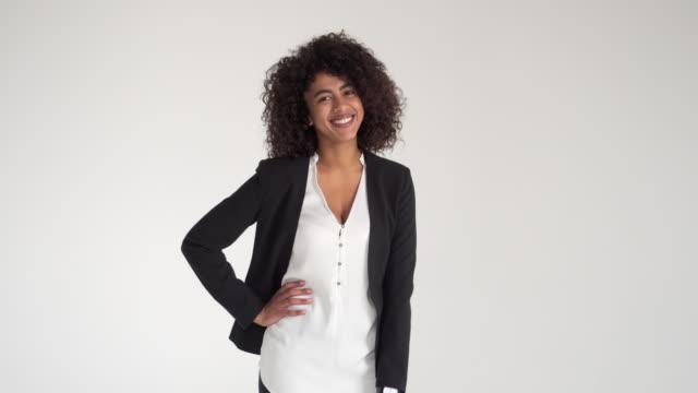 happy african american businesswoman - mani sui fianchi video stock e b–roll