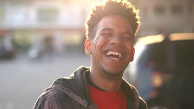 vídeos de stock e filmes b-roll de happy african ethnicity young man portrait - characters