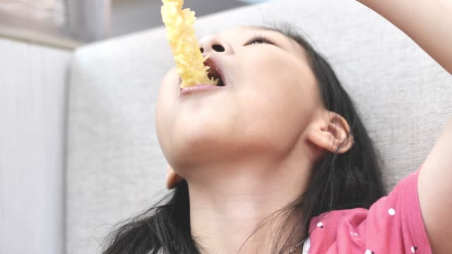 vídeos de stock e filmes b-roll de happy asian girl eating japanese food with family together in restaurant, lifestyle concept. - tempura