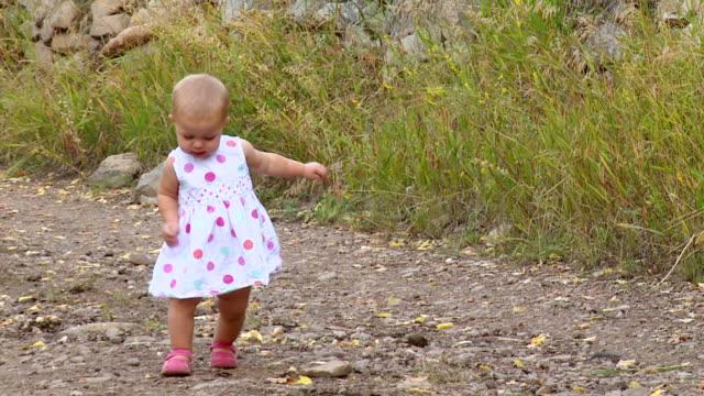 vídeos de stock e filmes b-roll de feliz bebé menina - super baby
