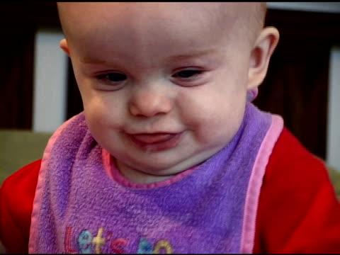 bambino felice - solo neonati maschi video stock e b–roll