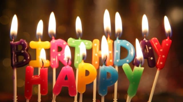 happy birthday candles - messa a fuoco differenziale video stock e b–roll