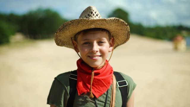 happy boy on summer vacation - solo bambini maschi video stock e b–roll