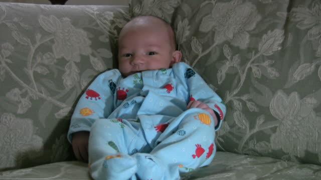 felice ragazzo - solo neonati maschi video stock e b–roll