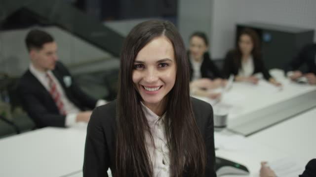 happy businesswoman - служащая стоковые видео и кадры b-roll