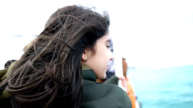 lyckligt barn som reser på segel båt - turistbåt bildbanksvideor och videomaterial från bakom kulisserna