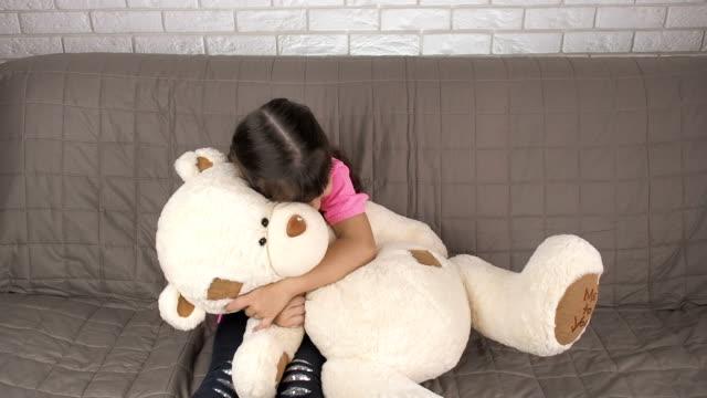 vídeos de stock e filmes b-roll de happy child with a toy. - teddy bear