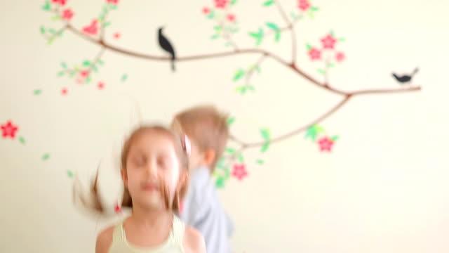 Glückliche Kinder Spaß haben. Voll HD-Videos – Video