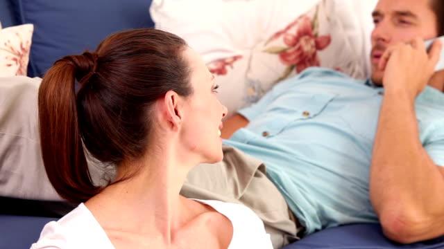happy couple relaxing together - 30 39 år bildbanksvideor och videomaterial från bakom kulisserna