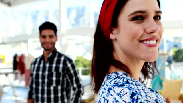 happy couple standing in office 4k - аксессуар для волос стоковые видео и кадры b-roll
