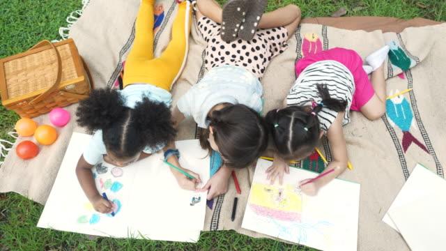 행복 한 다양 한 아이 그림 - kids drawing 스톡 비디오 및 b-롤 화면
