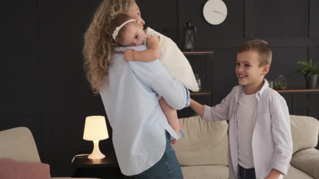 happy family dancing at home - один родитель стоковые видео и кадры b-roll