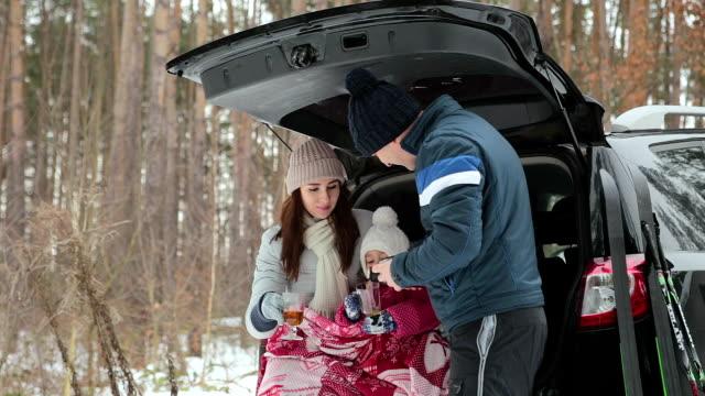 happy family drink tea and enjoy the winter landscape. - спортивное оборудование стоковые видео и кадры b-roll