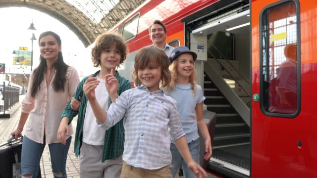 happy family getting down from train ready to do some tourism - nazionalità russa video stock e b–roll