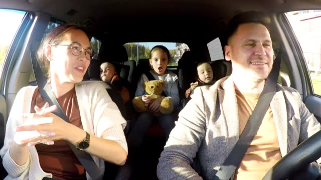 happy family riding in car - pasażer filmów i materiałów b-roll