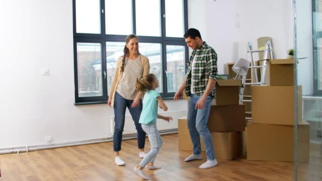 happy family with child moving to new home - vídeo