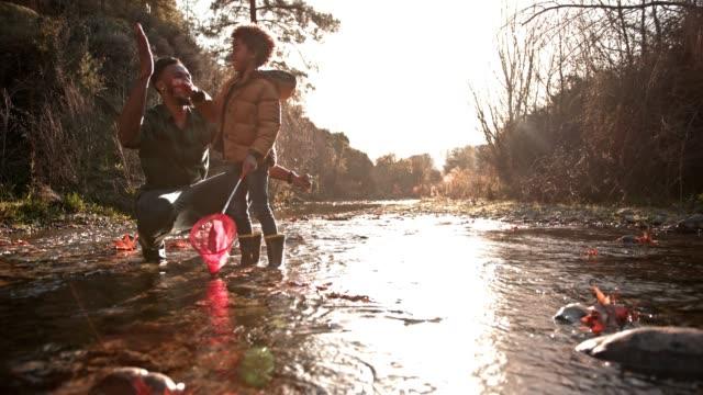 happy father and son fishing, doing high five and hugging - rybak filmów i materiałów b-roll