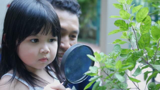 happy father playing with daughter , biology class - один родитель стоковые видео и кадры b-roll