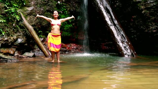 happy girl express freedom by opening arms in tranquil nature - sarong bildbanksvideor och videomaterial från bakom kulisserna