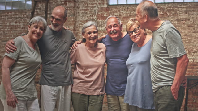 glada grupp av aktiva seniorer efter yoga klassen - gym skratt bildbanksvideor och videomaterial från bakom kulisserna