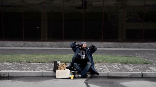 Happy homeless earned lots of money video