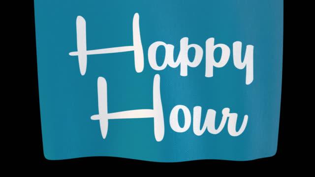 happy hour che si svolge cartello di stoffa. il canale alpha verrà incluso solo durante il download del file 4k apple prores 4444 - happy hour video stock e b–roll