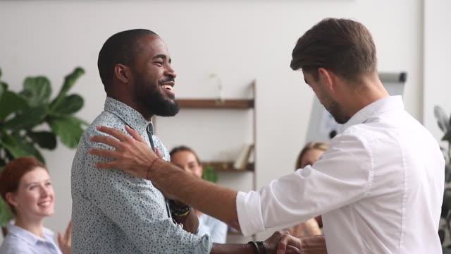 stockvideo's en b-roll-footage met happy proud afro-amerikaanse werknemer krijgen beloond bevorderd door manager - bewondering