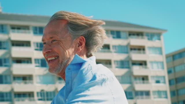 Gerne älteres paar genießen auf Tandem-Fahrrad – Video