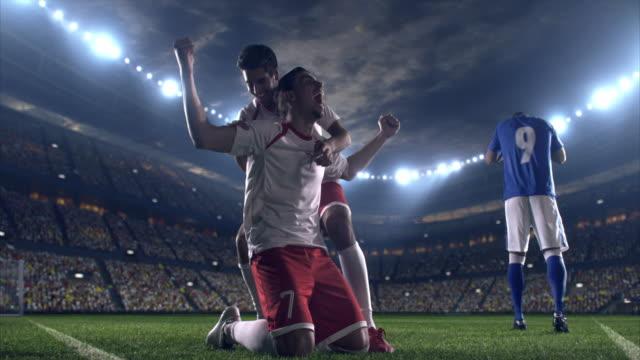 felice calciatore - atleta professionista video stock e b–roll