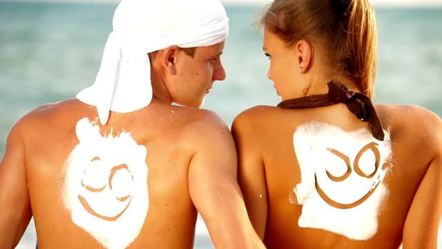 happy sommer-strand-urlaub - smiley stock-videos und b-roll-filmmaterial