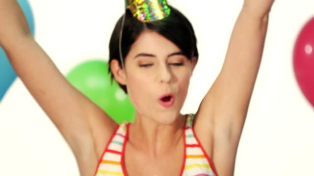 Mujer feliz en su cumpleaños - vídeo