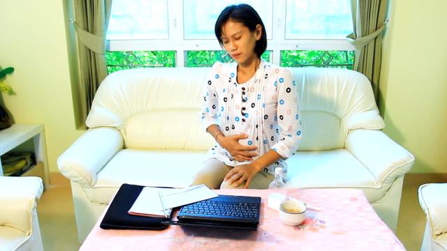Mit Bauchschmerzen – Video
