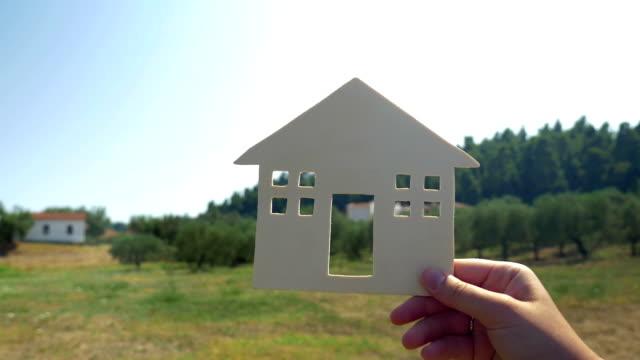Tener una casa de verano en el campo - vídeo
