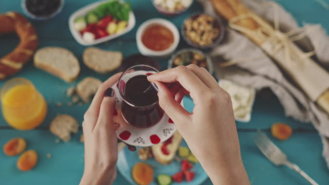 having breakfast with tea - турция стоковые видео и кадры b-roll