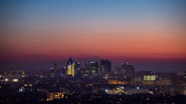 Hazy Dusk in La Défense - Time Lapse