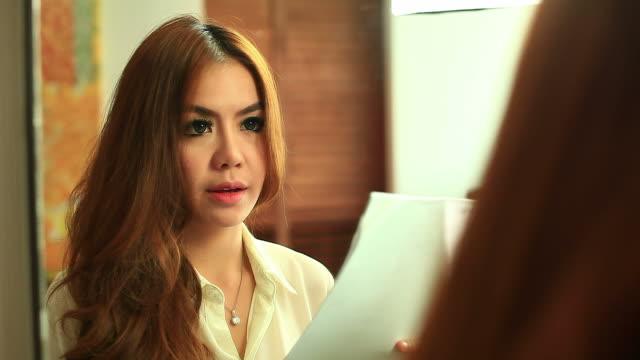 HD:Beautiful women preparing speech. video