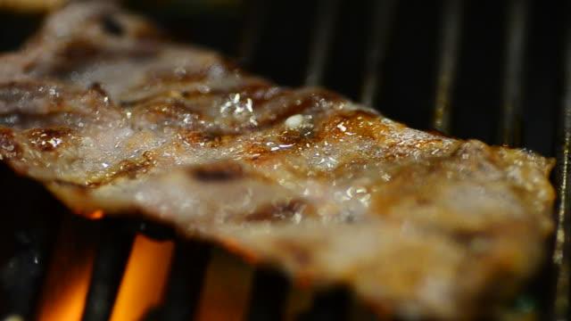 hd: 소고기 및 식육 바베큐그릴 - 척 드릴 부속품 스톡 비디오 및 b-롤 화면