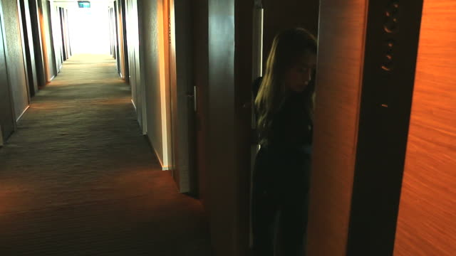 HD:Businesswomen moving out from her room. /file_thumbview_approve.php?size=1&id=38720474 goodbye single word stock videos & royalty-free footage