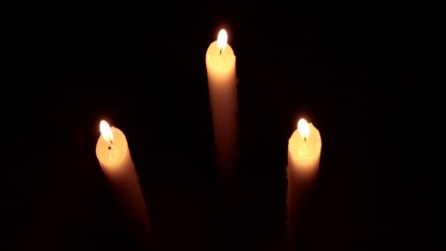 vídeos de stock e filmes b-roll de hd: velas de natal. - três objetos
