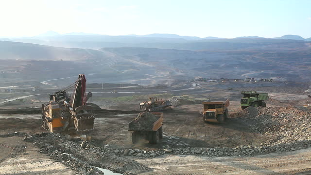 HD:Loading of iron ore on very big dump-body truck. video