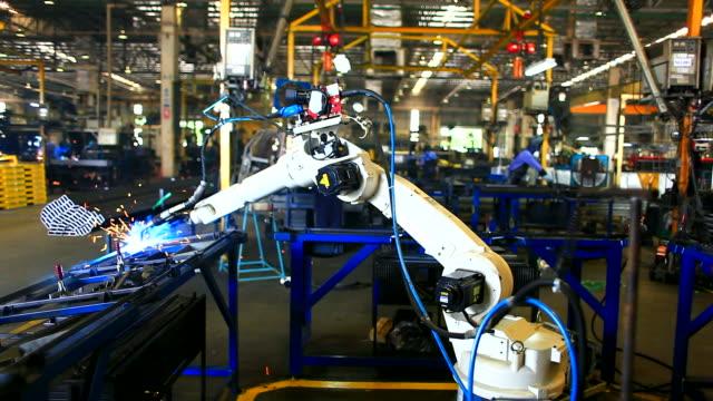 HD:Robotic arm welding.(Timelapse)
