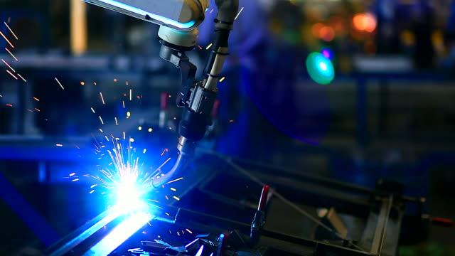 hd :ロボットアーム溶接も可能です。 - 機械部品点の映像素材/bロール