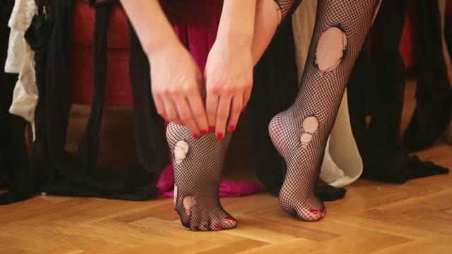 hd:sexy feet - strumpbyxor bildbanksvideor och videomaterial från bakom kulisserna