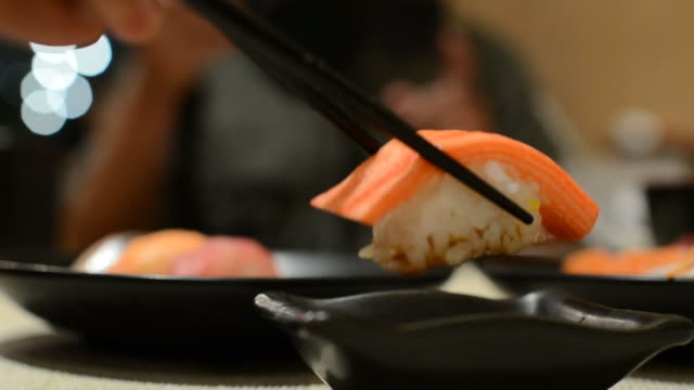HD:Sushi Japanese food eating video